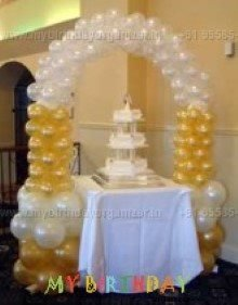 single cake table arch